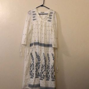 186533d292c ... TRF ZARA medium white and blue midi dress ...